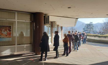 Redovi pred bankama: Počela isplata mirovina za ožujak