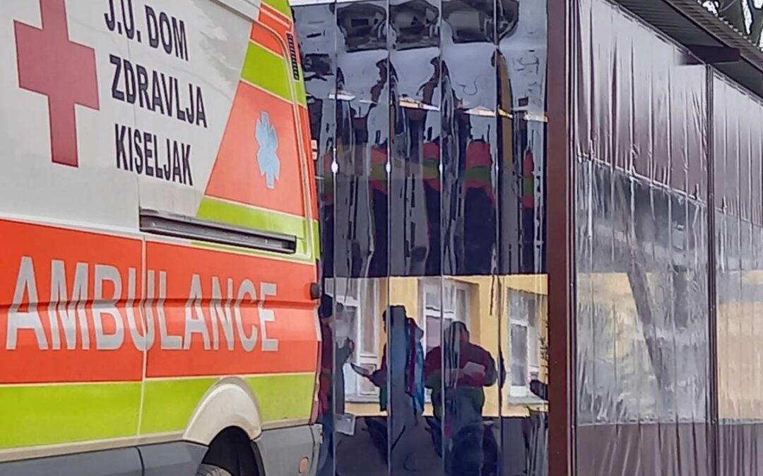 Kompanija Sarajevski kiseljak donirala je sredstva za nabavu i montažu PVC hodnika na ulazu u Dom zdravlja Kiseljak