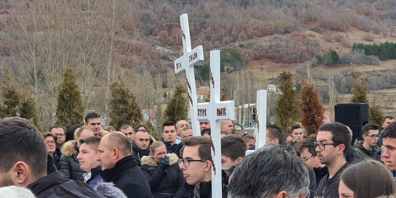 URakitnu, kod Posušja, danas je ispraćeno šestero mladihkoji su stradali uvelikoj tragediji u novogodišnjoj noćiu mjestuTribistovo