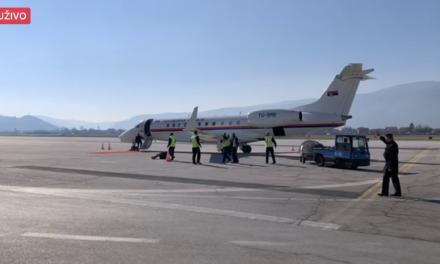 Aleksandar Vučić stigao na aerodrom u Sarajevu s donacijom cjepiva