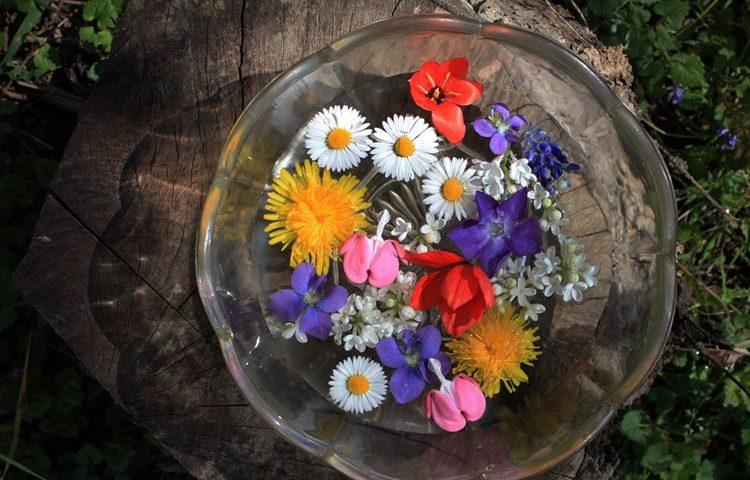 NE ZABORAVITE PRIJE SPAVANJA: Potopite cvijeće u posvećenu vodu i pomjerite kazaljke na satu-sat naprijed!
