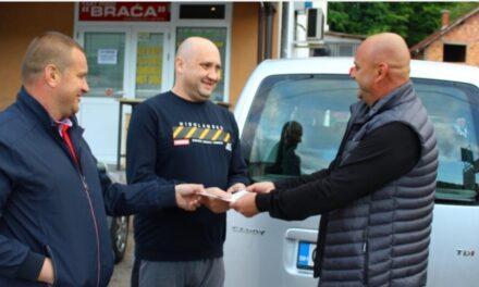 Predivan ljudski gest Kiseljačana: Roditeljima Nejle i Nejre Agić uručen automobil