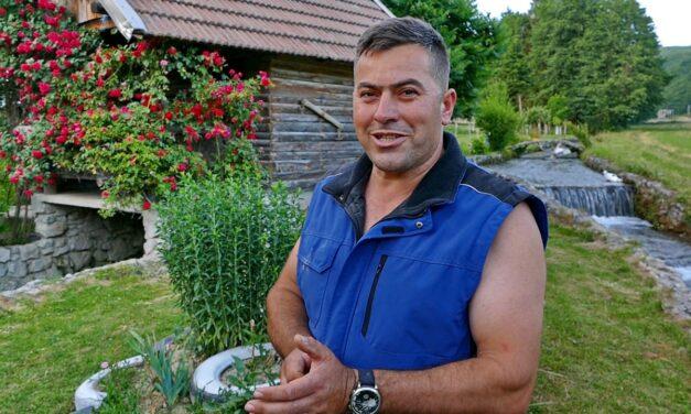 """VIDEO: """"Sa suprugom obrađujem 40 duluma zemlje i unovčim sve što proizvedem"""""""