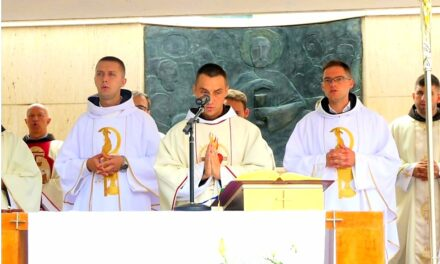 Velika radost u Vitezu: Tri svećenika iz istog sela i iste župe slavili mladu misu