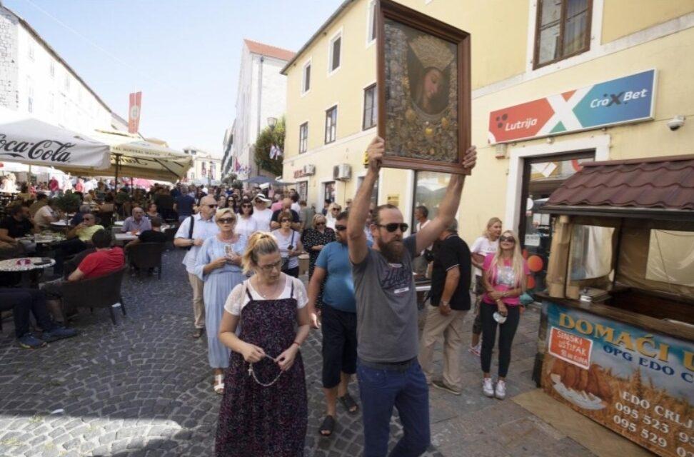 Uzeo Gospinu sliku i poveo procesiju kroz Sinj