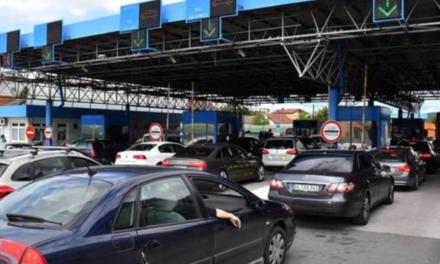 Kolona vozila na izlazu iz BiH na graničnom prijelazu Bosanska Gradiška
