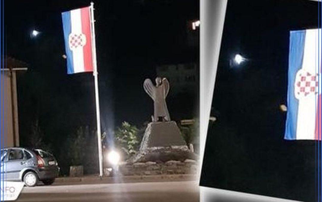 U dvorištu crkve u Varešu srušili jarbol i odnijeli zastavu hrvatskog naroda