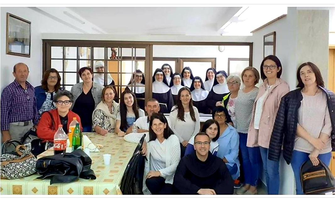 Župni zbor iz Čerina posjetio klarise u Brestovskom