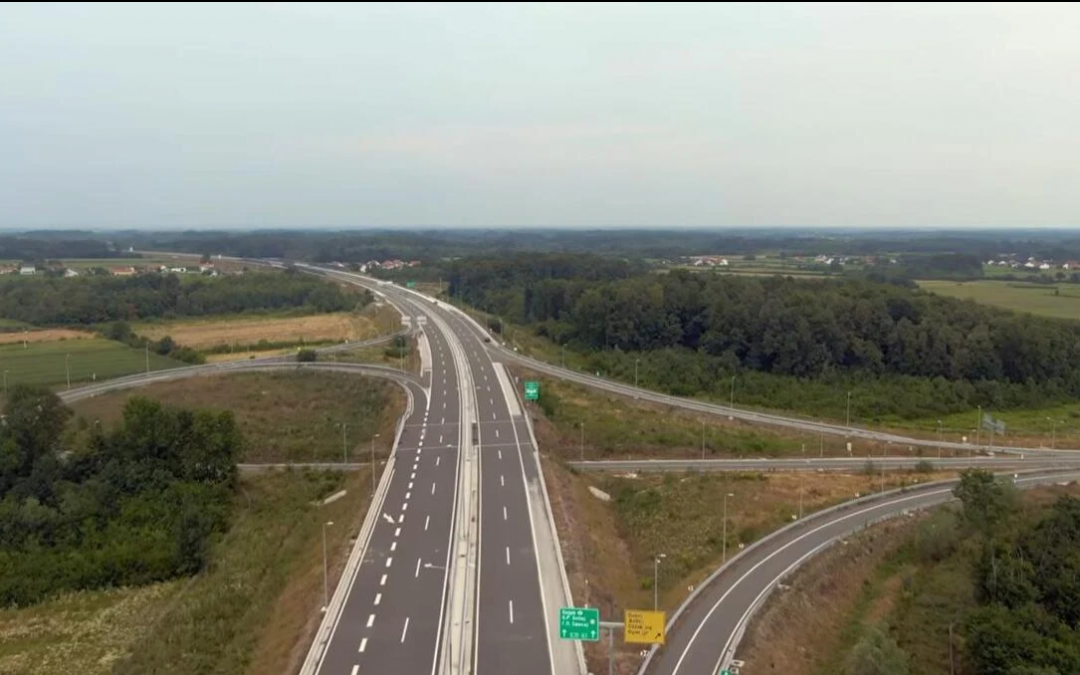 VIDEO: Pogledajte kako iz zraka izgleda dionica autoceste u posavskoj ravnici koja se sutra otvara