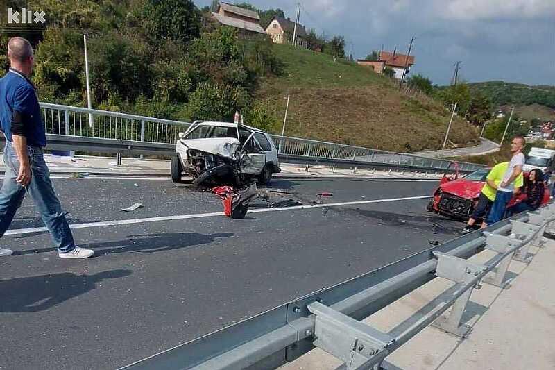 Jedna osoba poginula u direktnom sudaru dva vozila kod Sarajeva