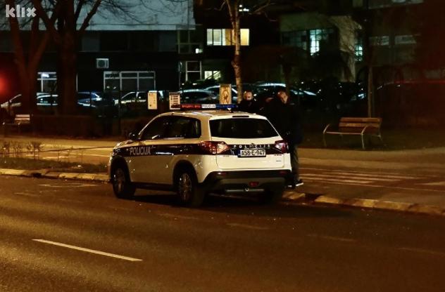 Burna noć u Sarajevu: Muškarac izboden u stanu u Radničkoj ulici, uhapšene dvije osobe
